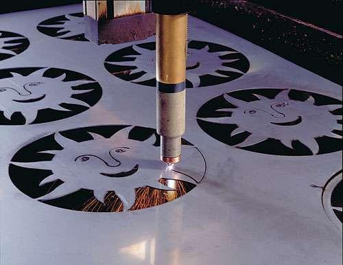 Cắt laser kim loại là gì? ưu điểm của công nghệ cắt laser